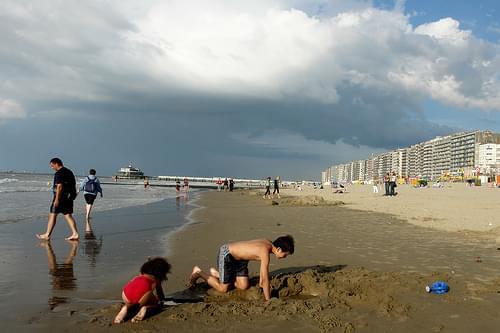 Blankenberge strand, met pier op afstand