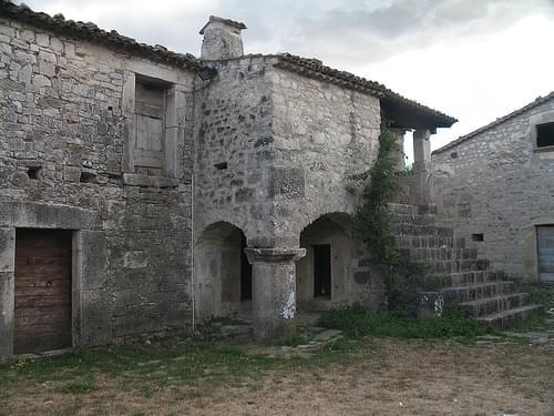 Sepino - casa con colonna