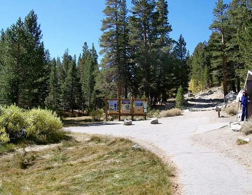 Start of the trail to Mono Pass in the Eastern Sierra - mono02