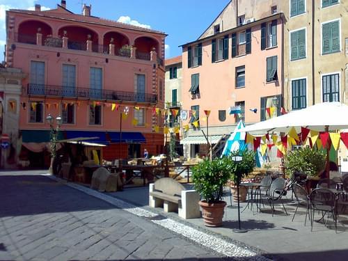 piazza Garibaldi, Finalborgo