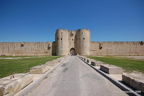 Aigues-Mortes entrance
