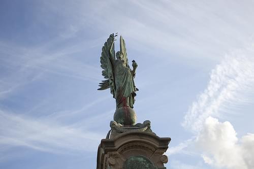 Peace statue 1