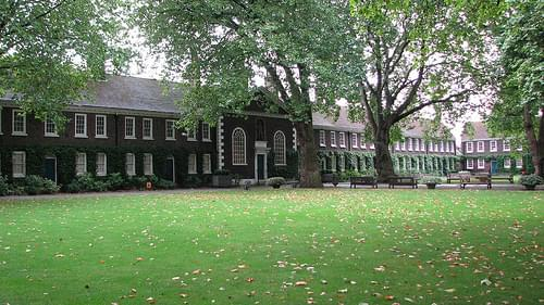 Geffrye Museum - view from the front yard