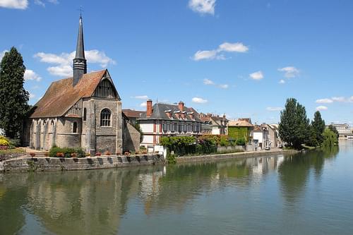 L'église Saint-Maurice et l'Yonne à Sens