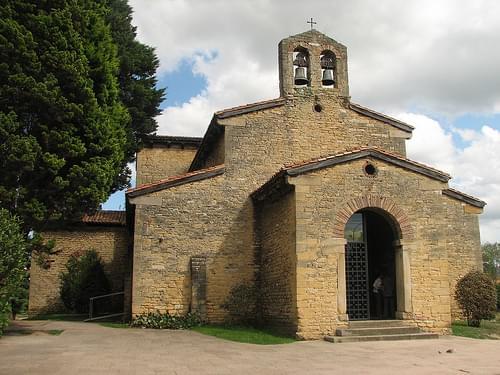 San Julián de los Prados - Vista general
