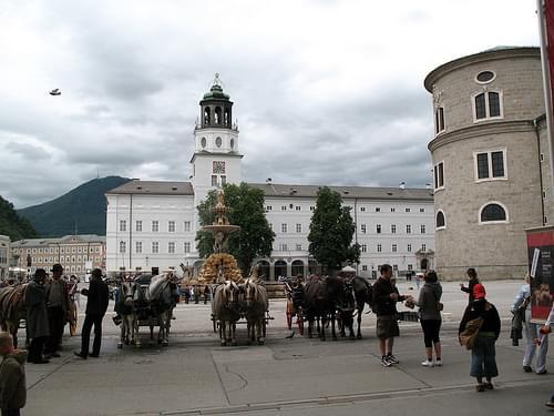 IMG_1578 - Salzburg - Residenzplatz - Glockenspiel