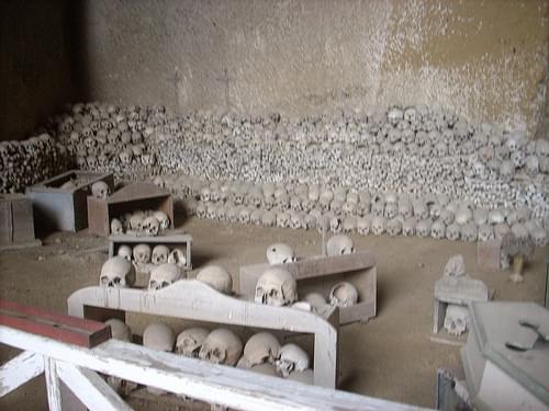 Naples-Cimitero Fontanelle-042