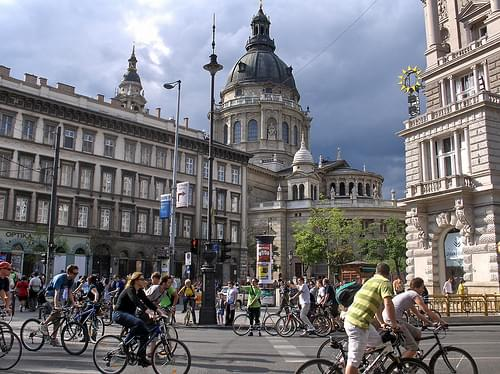 Critical Mass Budapest: Andrássy út, Bajcsy Zsilinszky út, Szent István Bazilika