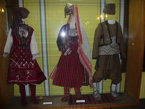 Traditional costumes / Народни носии