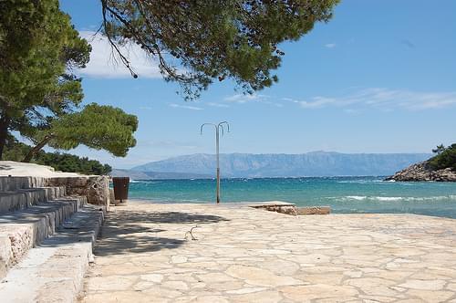 mina beach near jelsa