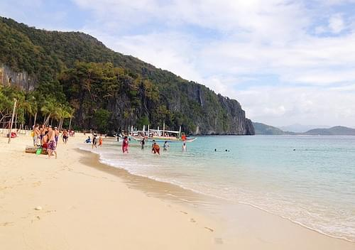 El Nido Palawan island hopping Seven Commandos Beach