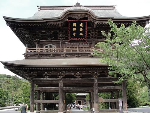 Wooden main gate (Sanmon) at Kencho-ji