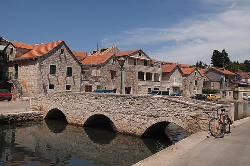 Town Center, Jelsa