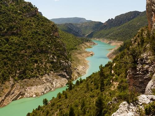 El Congost de Mont-rebei , al Noguera Ribagorçana , uneix Catalunya i L'Aragó .
