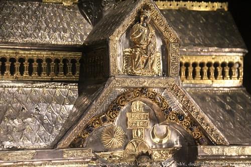 Le Jour ni l'Heure 7966 : église de Bouillac, Tarn-&-Garonne — trésor de l'ancienne abbaye de Granselve, XIIIe s., dét., châsse de Notre-Dame, dimanche 3 août 2014, 12:54:40