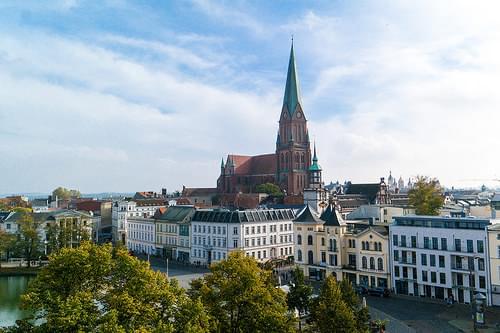 Der Schweriner Dom vom Arsenal aus gesehen