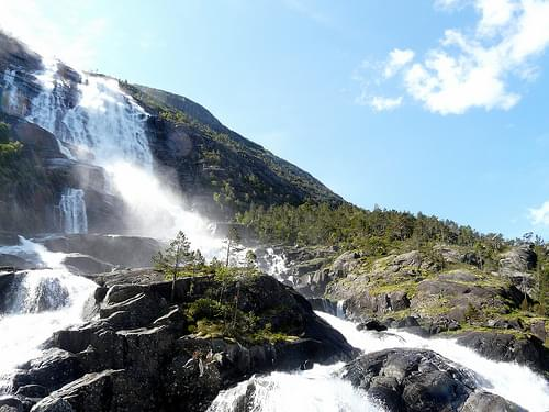 Langfossen waterfall