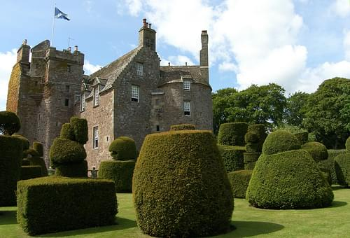 Earlshall Castle Topiary Scotland 06