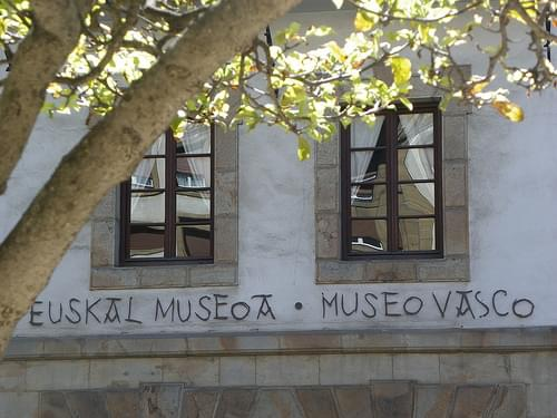 Euskal Museoa, Unamuno enparantzan