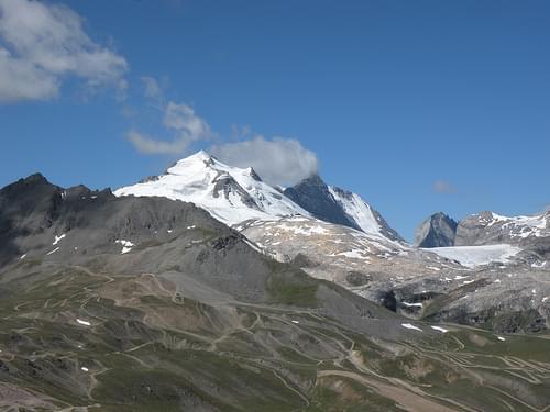 SAVOIE - Val d'Isère - Sommet de Bellevarde - Grande Motte 3 656 m (à gauche) Grande Casse 3 852 m (à droite)