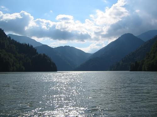Lake Ritsa (2004-07-069)