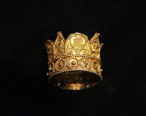 Gold ring, probably from the royal graves in Székesfehérvár, Hungary, 11-12c