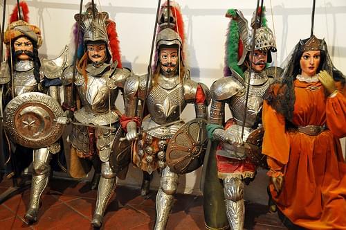 Italy-2523 - Tall Pupets