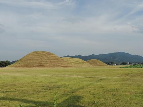 대릉원, 포석로 (Dae-Reung-Won, Ancient Tombs Park)