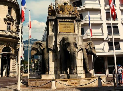 Chambery, fontaine des eléphants