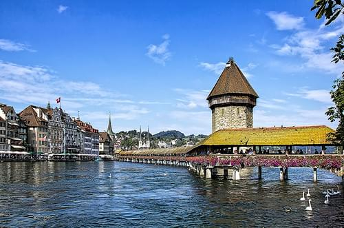 LUCERNA PUENTE SOBRE EL RIO REUSS   -   LUCERNE BRIDGE OVER THE RIVER REUSS