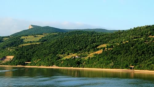 In the distance on the left you can see the last part of the cliffs of the Serbian Đerdap national park