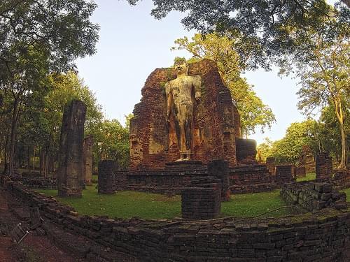 standing Buddha image @ Wat Phra Si Iriyabot