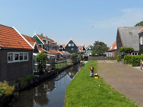 Village Center, Marken