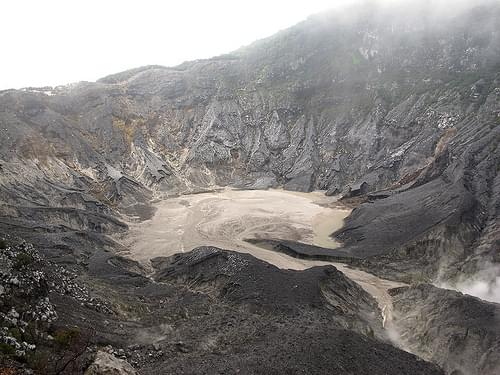 Tangkuban Perahu: Ratu crater