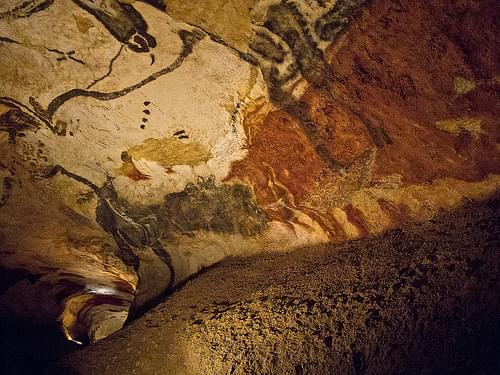 Lascaux II - Hall of The Bulls (with a bear)