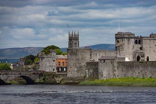 A WALK AROUND LIMERICK PHOTOGRAPHING WHAT CAUGHT MY ATTENTION [KING JOHN'S CASTLE]-110059