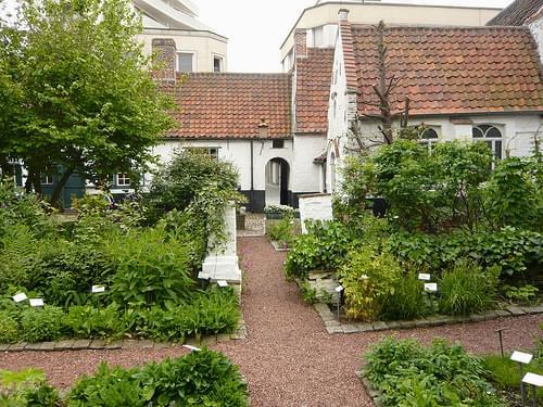 Baggaertshof with medicinal herb garden