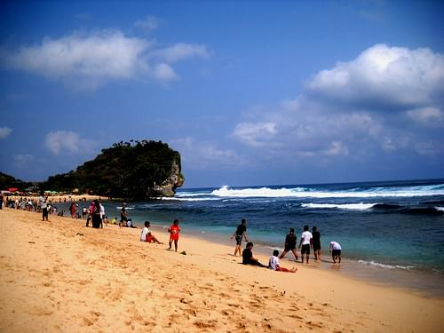 Nglambor Beach