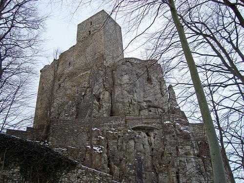 Burgruine Reußenstein  - Blick von Osten auf die ehemaliger Zugbrücke