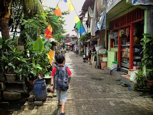 A boy in a new neighborhood. #Semarang #Indonesia at Lumpia Gang Lombok