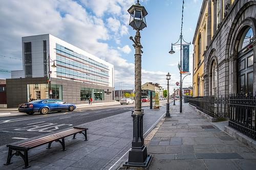 INTERESTING LAMPPOST AND WATERFORD CRYSTAL BUILDING [WATERFORD]-118368
