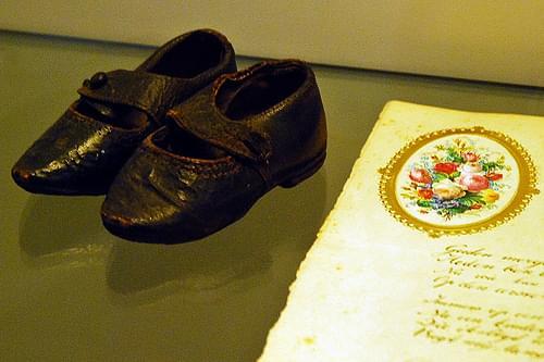 4 - Gand  = Gent La Maison d'Alijn = Huis van Alijn Chaussures d'enfant