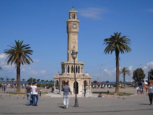Izmir, Konak Square