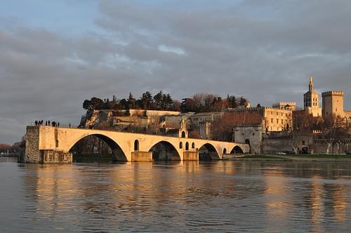La Cité des Papes dans la lumière du soir le 31 décembre 2012, île de la Barthelasse, Avignon, Vaucluse, Provence, France.