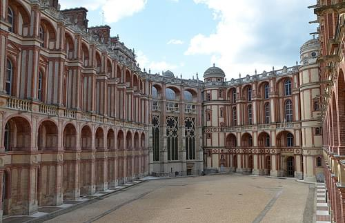 Courtyard and Chapelle - Château de Saint-Germain-en-Laye