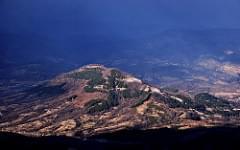 хълмът около Острец