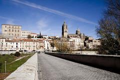 Casco histórico de Salamanca desde el Puente Romano
